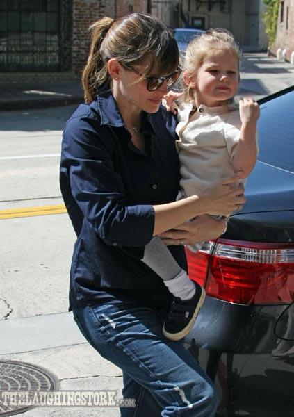 Jennifer Garner takes Violet for lunch at Napa Valley Grille in Westwood village